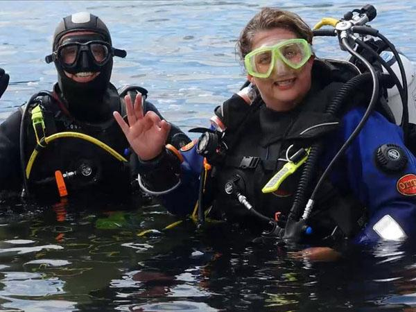 Thumbnail photo for These girls do dive