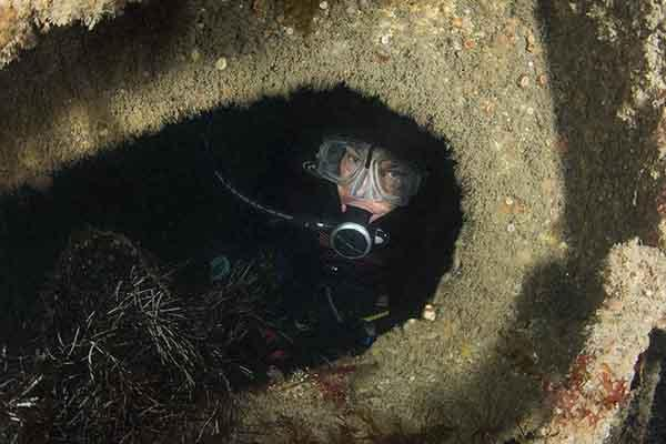 Thumbnail photo for 5 tips for good wreck diving
