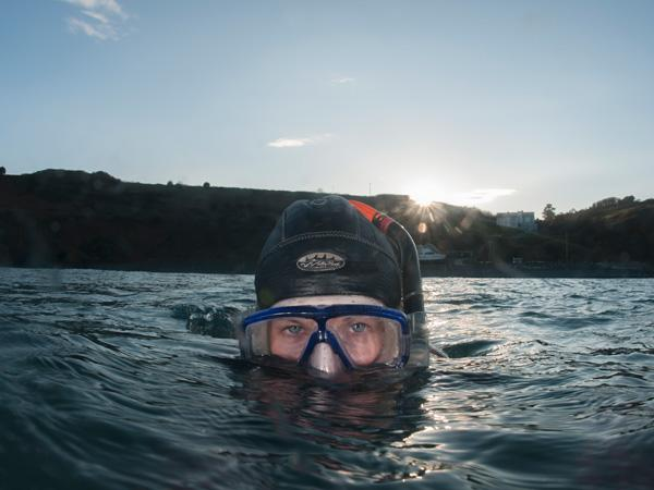 How to snorkel safely in cold water