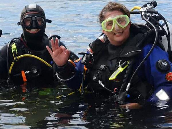 Thumbnail photo for Girls from Hazel Grove SAC can scuba dive!