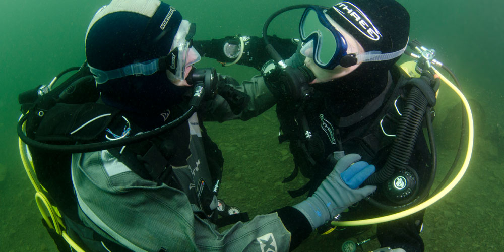 Controlled buoyancy lift with diving buddy