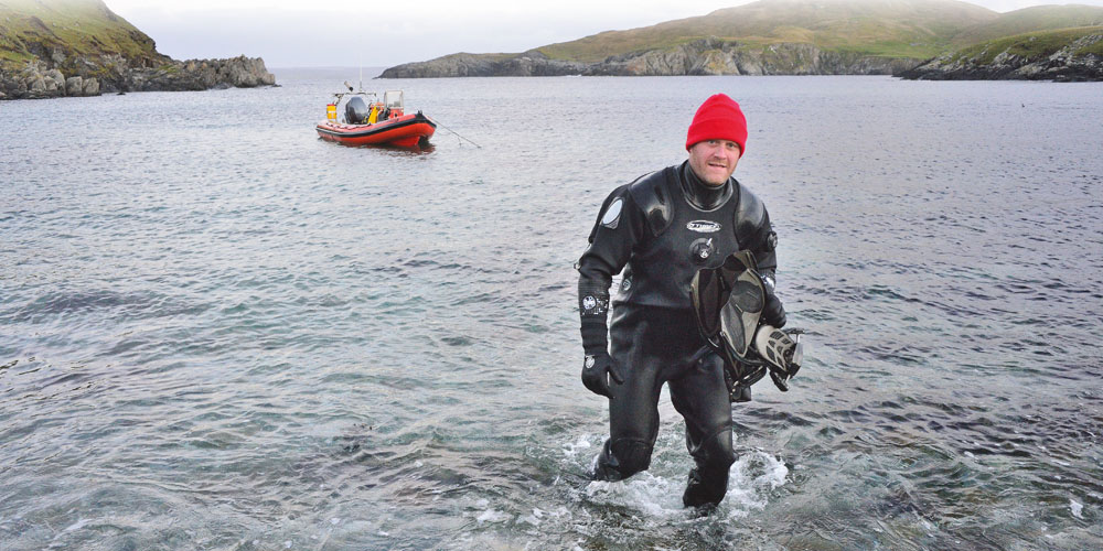 Mike arrives on Easter Wick, having dropped anchor and finned to shore