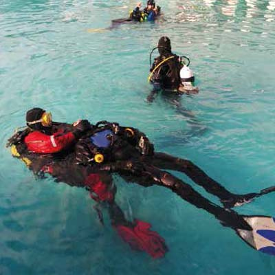 Rescue skills training in the open air pool 400x400