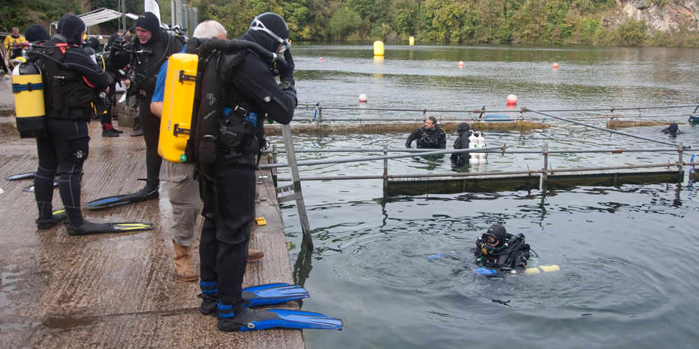 A group of divers at a Try Tech course